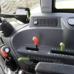 Tractor Claas Axos 320 interior cabina cu manetele de comanda