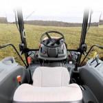 Tractor Kioti model RX6010 interior cabina de comanda