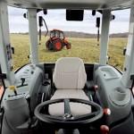 Tractor Kioti model RX6010 interior cabina de comanda cu vedere spate