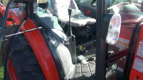 Tractor Kioti model RX6010 intrare cabina de comanda