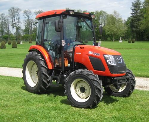 Tractor Kioti model RX6010 vedere din lateral stanga