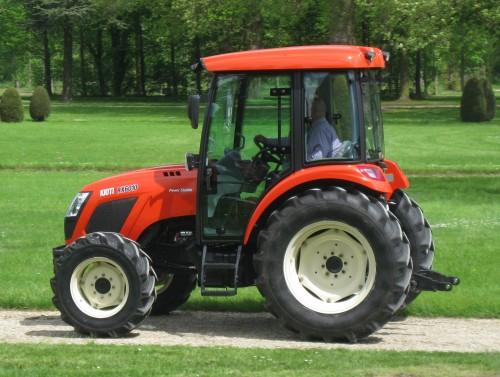 Tractor Kioti model RX6010 vedere din mers lateral dreapta