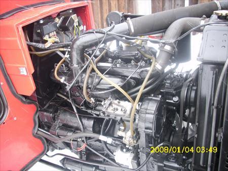 Tractor Universal UTB 550 detaliu motor