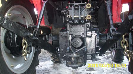 Tractor Universal UTB 550 vedere din spate cu dispozitiv de remorcare