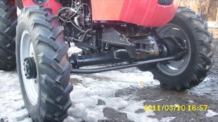 Tractor Universal UTB 550 vedere roti fata