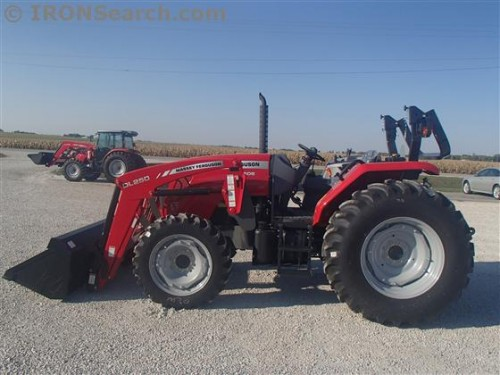 Tractorul Massey Ferguson 4608 cu incarcator DL250 lateral stanga