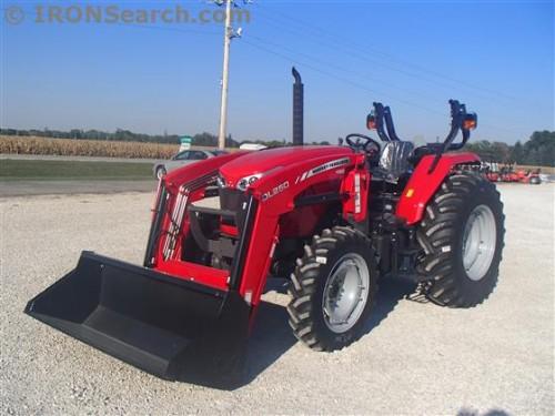 Tractorul Massey Ferguson 4608 cu incarcator DL250 partea frontala