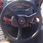 Tractorul Massey Ferguson 4608 pupitru de comanda volan