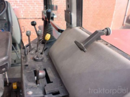 tractor Case IH Maxxum Pro 5140 interior cabina cu panoul de comanda