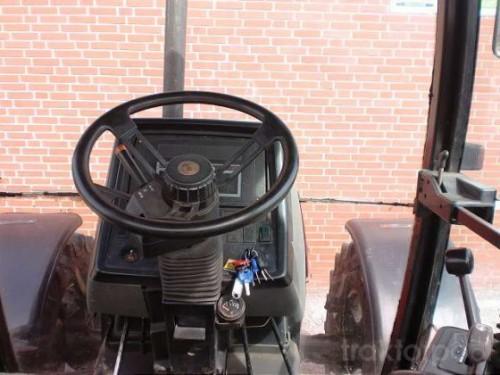 tractor Case IH Maxxum Pro 5140 interior cabina cu volan si bord