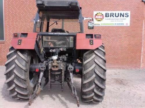 tractor Case IH Maxxum Pro 5140 vedere din spate cu dispozitivul de remorchare