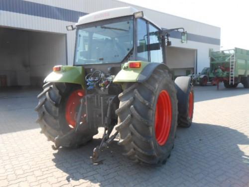 tractor Claas Celtis vedere din spate cu dispozitivul de remorchare