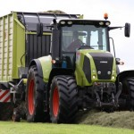tractor claas axion 840 cmatic 240cp in actiune lucrare agricola