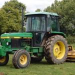 tractor john deere model 2850 in actiune la lucrari agricole