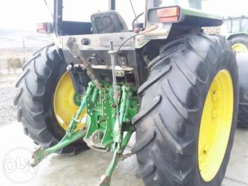 tractor john deere model 2850 vedere din spata cu sistemul de remorchare