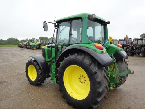 tractor john deere model 6220 vedere din stanga spate
