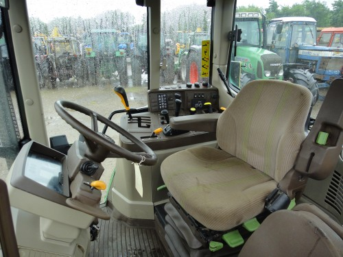 tractor john deere model 6220 vedere interior cabina de comanda