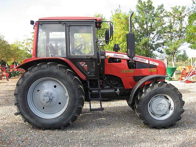 tractor mtz belarus 1221 vedere laterala dreapta