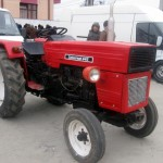 tractor u445 vedere din drepta fata