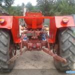 tractor u445 vedere din spate cu sistemul de remorca