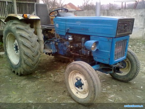 tractor u445 vedere stanga fata fara cabina albastru