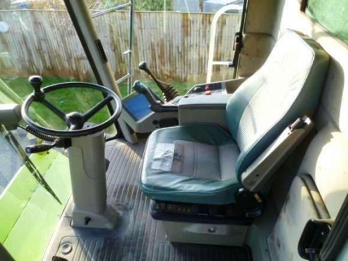 Combina Agricola Claas Lexion 440 interior cabina de comanda cu scaun sofer