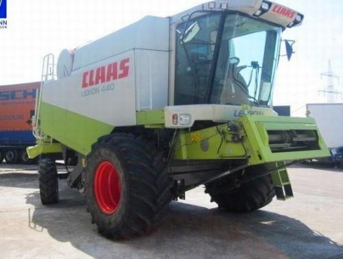 Combina Agricola Claas Lexion 440 vedere din dreapta fata