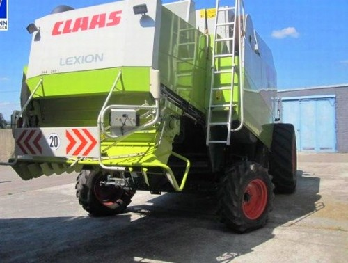 Combina Agricola Claas Lexion 440 vedere din spate