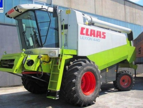 Combina Agricola Claas Lexion 440 vedere din stanga fata