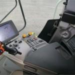 Combina Claas Lexion 630 interior cabina de comanda cu panou de control