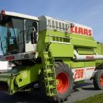 Combina Claas Model Mega 206 vedere din stanga fata