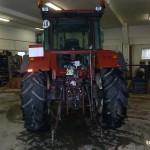 Tractorul Fiat Agri model F100 DT vedere din spate cu dispozitivl de remorchare