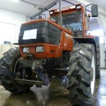 Tractorul Fiat Agri model F100 DT vedere frontala
