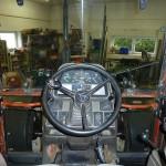 Tractorul Fiat Agri model F100 DT vedere interior cabina cu bord si volan