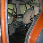 Tractorul Fiat Agri model F100 DT vedere interior cabina cu scaun sofer