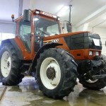 Tractorul Fiat Agri model F100 DT vedere lateral dreapta