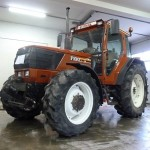 Tractorul Fiat Agri model F100 DT vedere lateral stanga