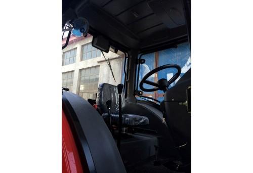 tractor marca QLN model 804 vedere din interior cabina de comanda